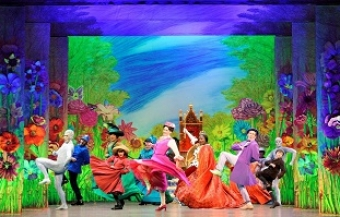 Mary Poppins © JOLLY HOLIDAY Photo of US Touring Company by Deen van Meer ©DisneyCML
